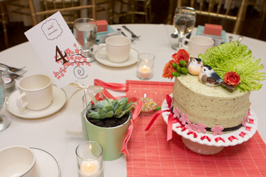 wedding table setting with centerpiece