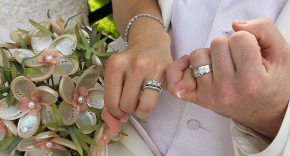 wedding rings bouquet bride & groom